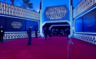 """Los microtiles de Christie engalanaron la alfombra roja de """"Star Wars. El despertar de la fuerza""""."""