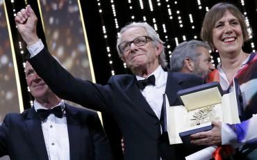 "Ken Loach recibe la Palma de Oro por ""I Daniel Blake"". Foto: Reuters."